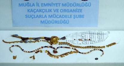 pPolice have seized Hellenistic jewelry with an approximate market value of 1 million Turkish liras ($267,000) from the flat of an antiquities smuggler in Turkey's western Muğla...