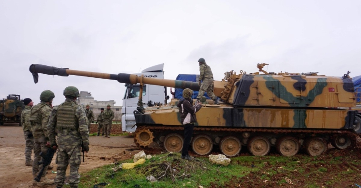 A Turkish 155mm self-propelled artillery gun is picture in the town of Binnish in Syriau2019s northwestern province of Idlib, near the Syria-Turkey border on Feb. 12, 2020 (AFP Photo)