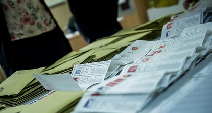 pDecreasing the election threshold and a change in the electorate law to allow party alliances in voting papers will not be included in recent adjustment laws./p
