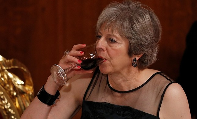 Britain's Prime Minister Theresa May drinks a toast at the Lord Mayor's Banquet at the Guildhall, in London, Britain Nov. 13, 2017. (Reuters Photo)