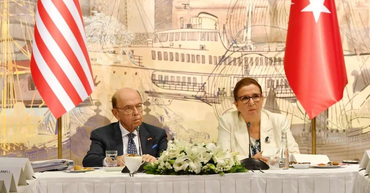 Trade Minister Ruhsr Pekcan, right, and her U.S. counterpart Wilbur Ross meet with representatives of the pricate sector, Istanbul, Sept. 7, 2019.