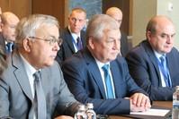 ممثلو روسيا وإيران خلال المباحثات أمس (الأناضول)