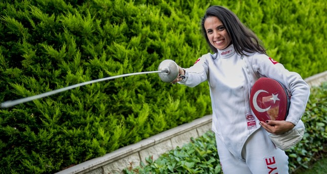 Young Turkish fencer on way to represent Turkey at Rio Olympics