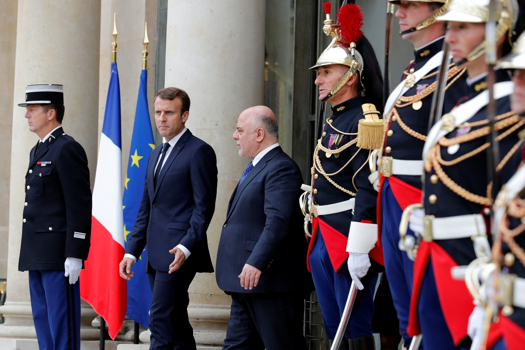 French President Emmanuel Macron accompanies Iraqi Prime Minister Haider Al-Abadi as he leaves the Elysee Palace in Paris, France, October 5, 2017.  (REUTERS Photo)