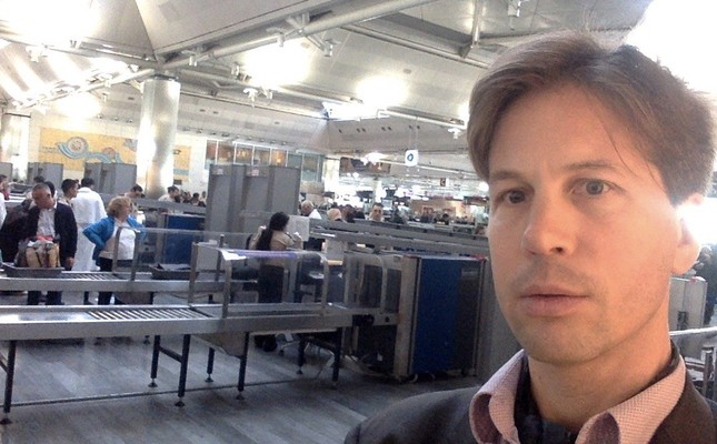 Professor Nanay shared this photo on arrival in Istanbul Airport (Photo taken from his personal Twitter account)