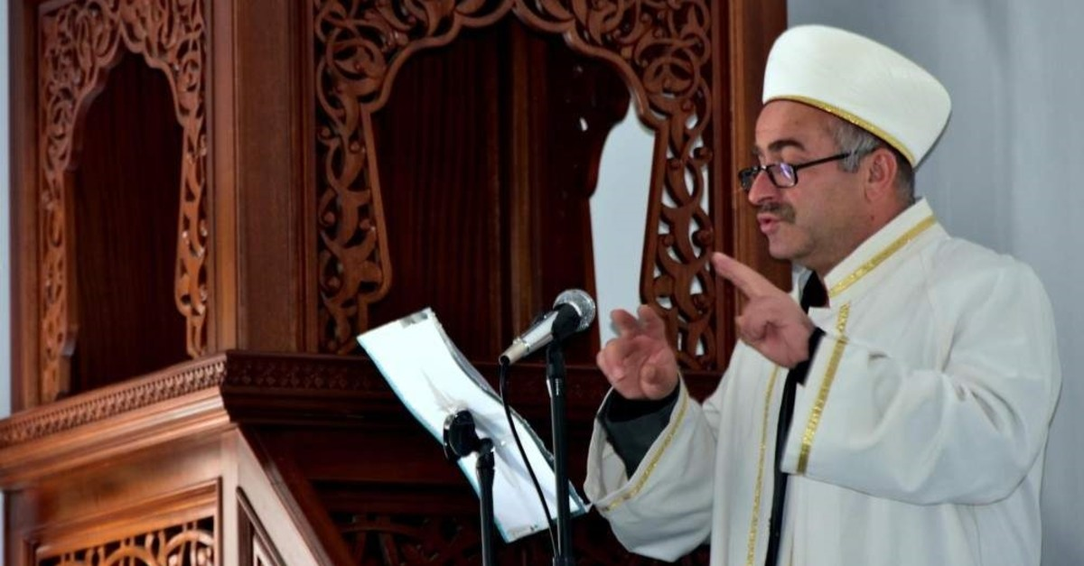 Imam Idris Saru0131 gives a sermon during Friday prayers in the southern province of Muu011fla, Turkey. (DHA Photo)