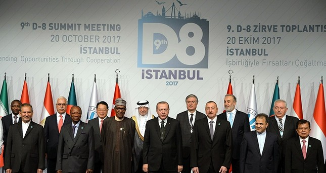 President Erdoğan (center) posing for a group photo with leaders attending the D-8 Summit in Istanbul, Oct. 20, 2017 (DHA Photo)