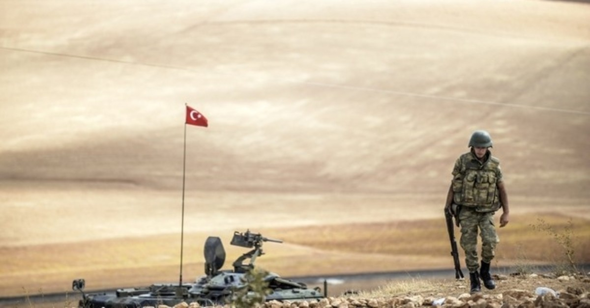 A Turkish soldier patrols near the Syrian border in the southeastern town of Suruu00e7, u015eanlu0131urfa province, Sept. 30, 2014. (AFP Photo)