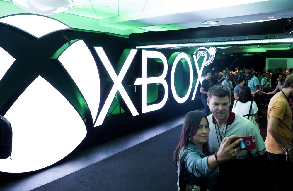 Attendees enter the Xbox press conference at the Microsoft Theater prior to the E3 expo in Los Angeles, June 10.