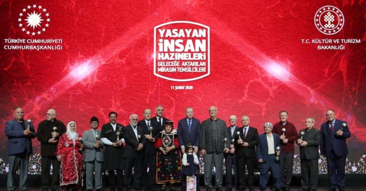President Recep Tayyip Erdou011fan (M) poses with prize winners at the ceremony. ( AA Photo)