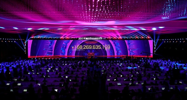 A screen shows the value of goods being transacted at Alibaba Group's 11.11 Singles' Day global shopping festival in Shanghai, China, Nov. 12, 2017. (Reuters Photo)