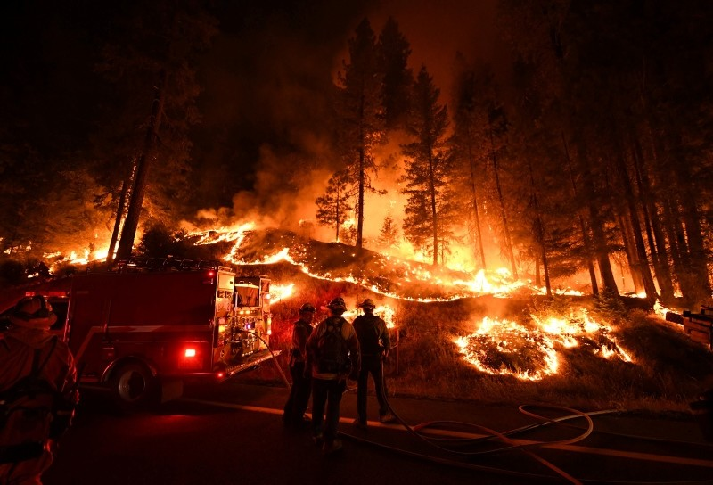 Firefighters try to control a back burn as the Carr fire continues to spread towards the towns of Douglas City and Lewiston near Redding, California on July 31, 2018. (AFP Photo)