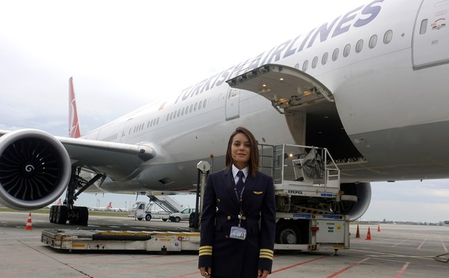 Turkish Airlines' Colombian pilot overcomes prejudice