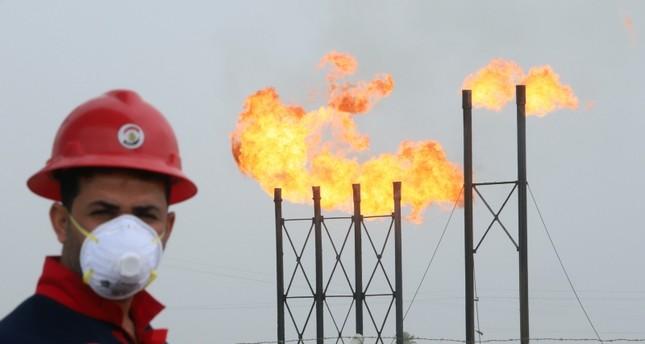 أسعار النفط تتراجع 5.9% مع ضعف حاد في الأسواق العالمية