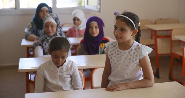 تركيا تعتزم زيادة عدد التلاميذ السوريين في مدارسها إلى 450 ألف خلال العام الحالي