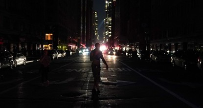 مسؤولون أمريكيون يطالبون بالتحقيق في واقعة انقطاع الكهرباء عن حي مانهاتن في نيويورك