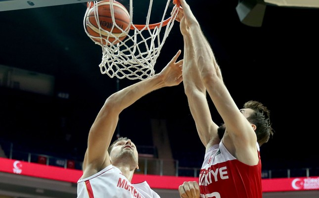 Turkey and Montenegro Men's National Basketball Teams had a second friendly game which took place in the Ülker Sports and Event Hall this week. Turkey beat their opponent again, 84 - 70.