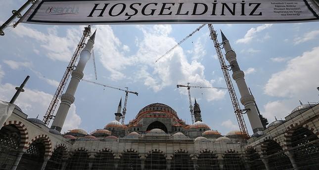 لأول مرة.. الأتراك يصلون تروايح ليلة القدر في أكبر مسجد بتاريخ تركيا