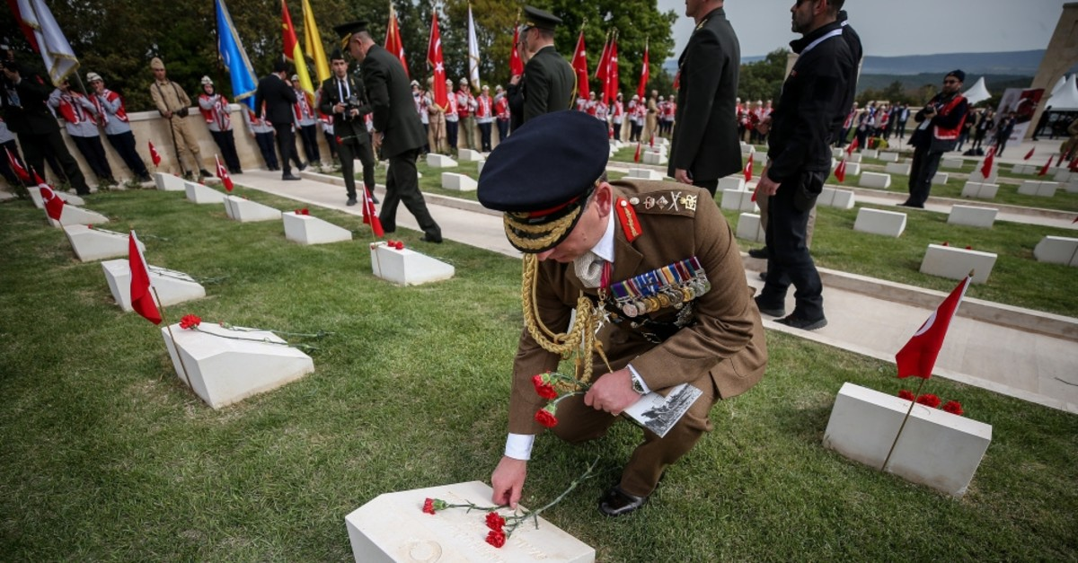 British Chief of General Staff General Sir Mark Carleton-Smith lies flowers at the grave of a fallen soldier at the commemoration ceremony in u00c7anakkale, April 24, 2019.