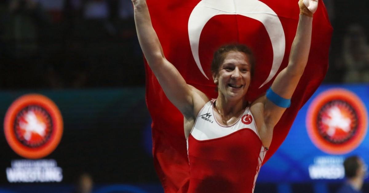 Yasemin Adar waves Turkish flag after winning world title, Paris, Aug. 22, 2017.