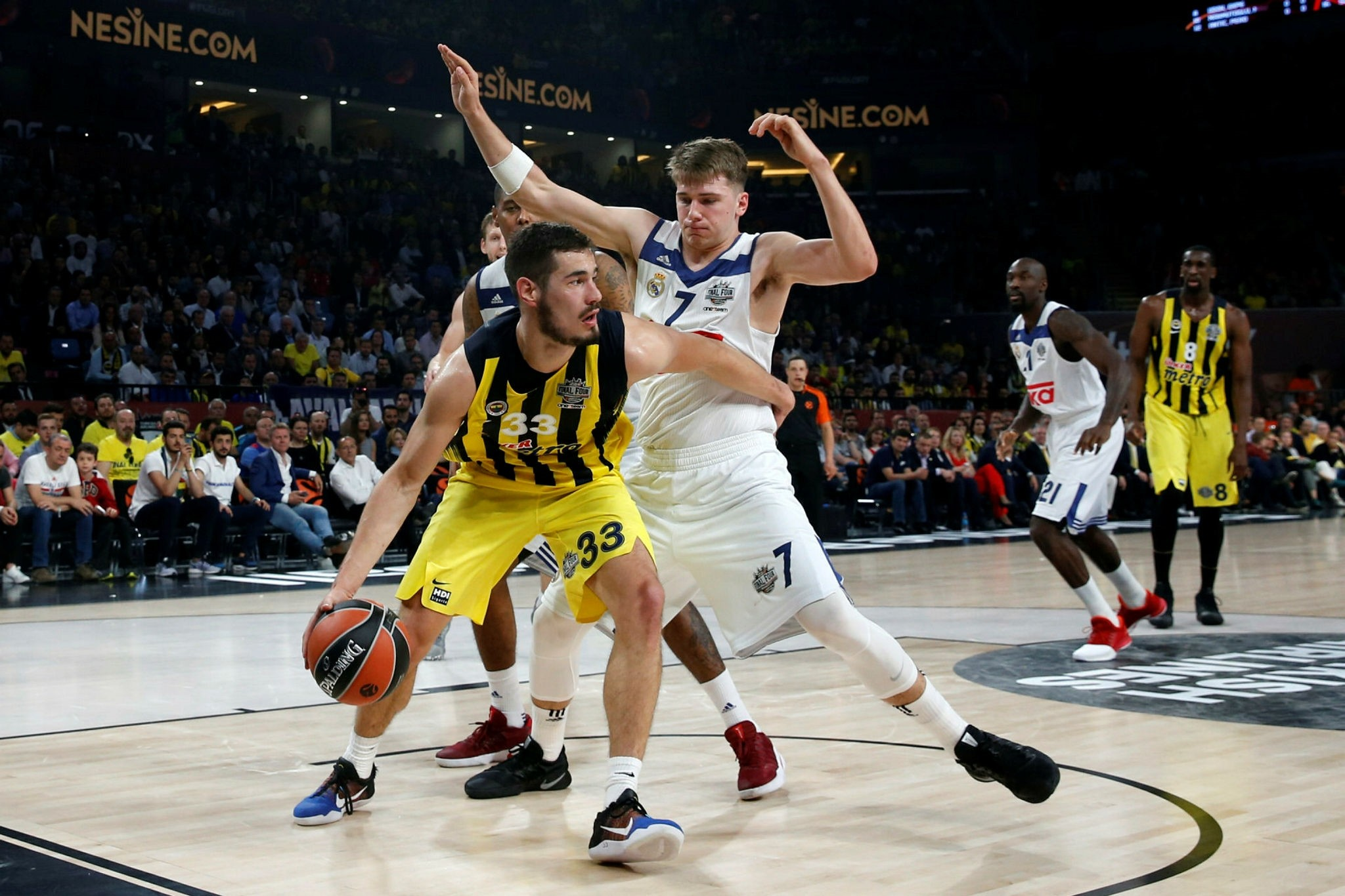 Real Madrid's Luka Doncic, right, defends against Fenerbahu00e7e's Bogdan Bogdanovic during their Final Four Euroleague semifinal basketball match at Sinan Erdem Dome in Istanbul, Friday, May 19, 2017. (AP Photo)