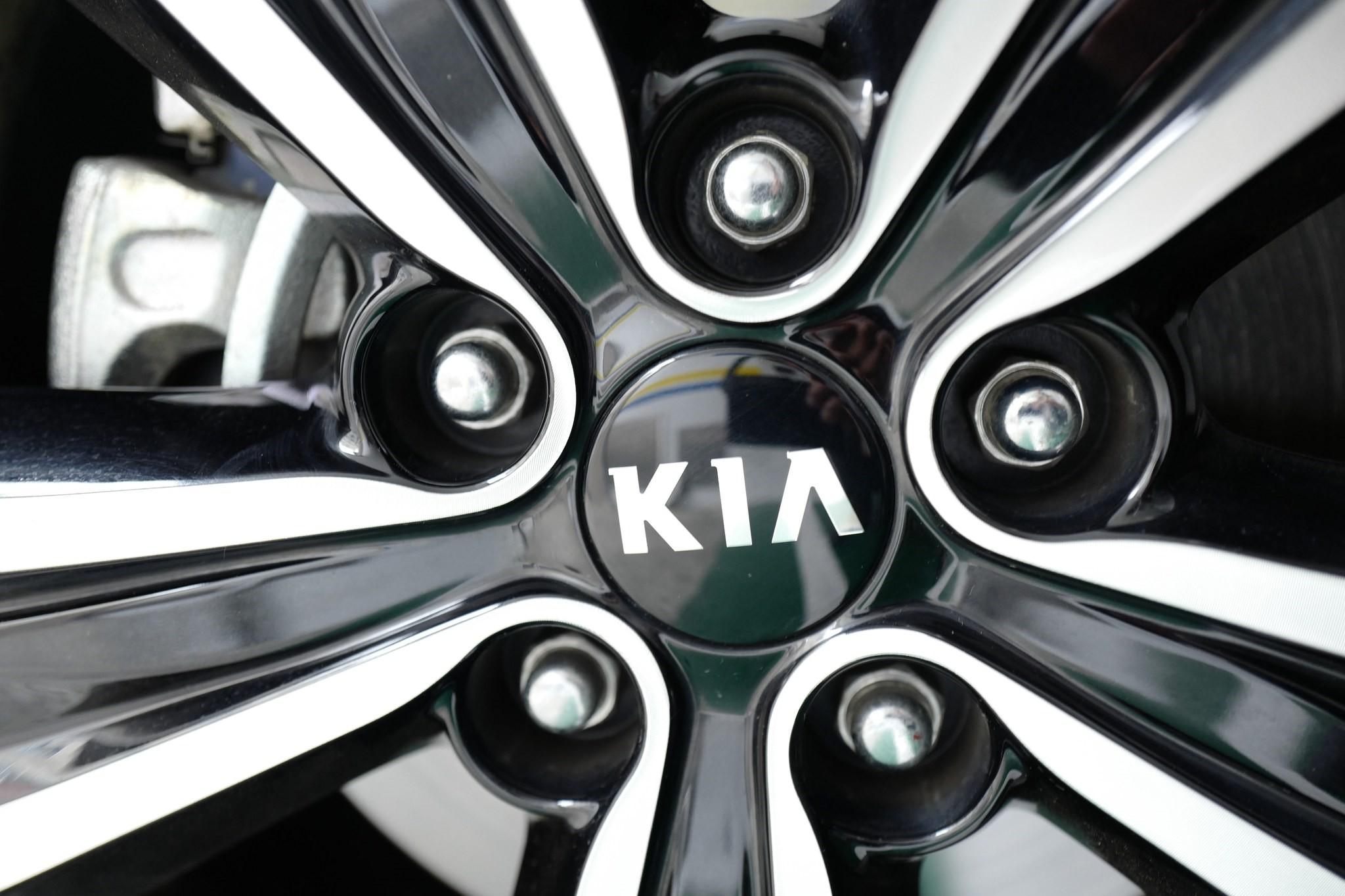A view of the KIA Motors logo on the wheel of a car in Seoul, South Korea, 12 May 2017. (EPA Photo)