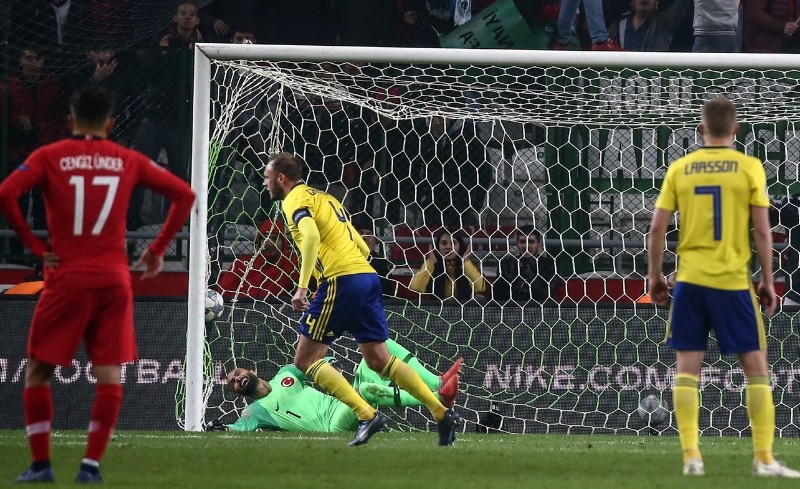 Sweden's defender Andreas Granqvist (2nd L) celebrates after scoring a goal during the UEFA Nations League football match between Turkey and Sweden. (AFP Photo)