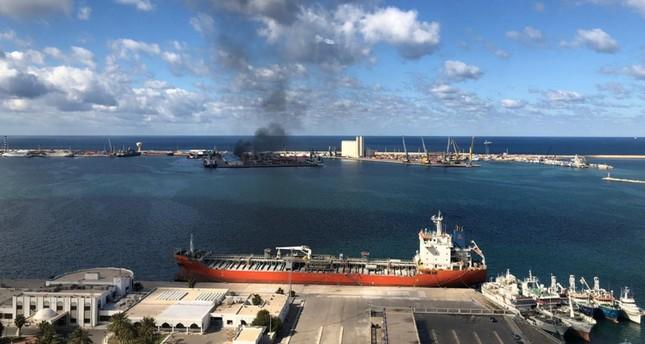 ليبيا تنفي وجود أي سفينة تركية بميناء طرابلس عند استهدافه من مليشيات حفتر