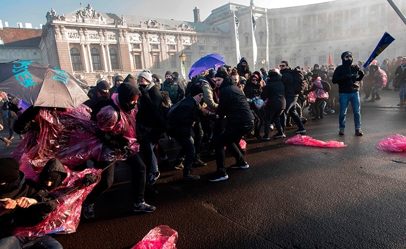 Protesters try to break through police barricades during their protest against the new Austrian government near the presidential palace during the inauguration of the new Austrian government in Vienna, Austria, Dec. 18, 2017. (AFP Photo)