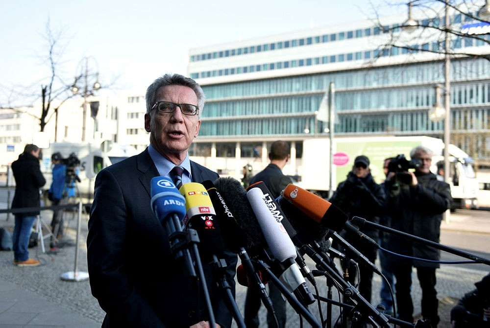German Minister of Interior Thomas de Maiziere of the Christian Democratic Union (CDU) gives a statement outside the CDU party's headquarters 'Konrad-Adenauer-Haus', in Berlin, Germany, 07 February 2018. (EPA Photo)