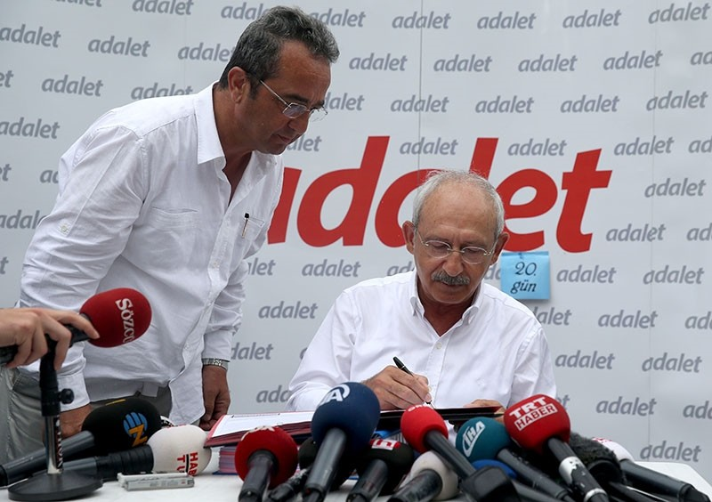 CHP leader Kemal Ku0131lu0131u00e7darou011flu signs the appeal petition addressed to the European Court of Human Rights in Izmit, Turkey, July 4, 2017. (AA Photo)
