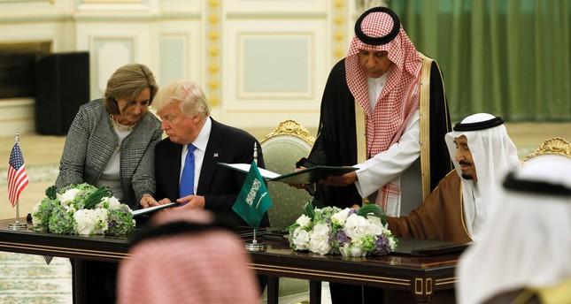 Saudi Arabia's King Salman bin Abdulaziz Al Saud (R) and U.S. President Donald Trump (L) sign a joint security agreement at the Royal Court in Riyadh. (REUTERS Photo)