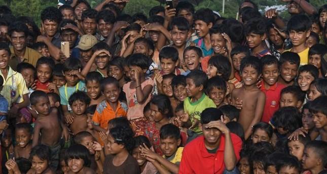 Rohingya children watching a Bangladeshi theater group.