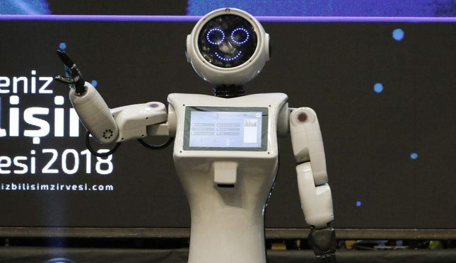 Ada the humanoid robot salutes its fans at the tech festival in Antalya last year. DHA Photo