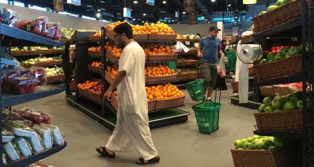 سلسلة متاجر قطرية حكومية تسحب المنتجات الفرنسية انتصاراً للنبي عليه الصلاة والسلام