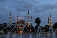 ملايين المسلمين حول العالم يستقبلون شهر رمضان المبارك بأول صلاة تراويح
