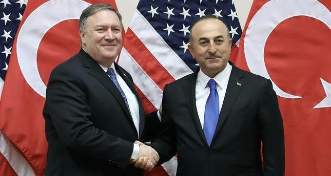 وزير الخارجية التركي مولود تشاوش أوغلو يمين, وزير الخارجية الأمريكي مايك بومبيو يسار - الأناضول