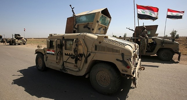 Iraqi government forces take a position outside al-Shuhada neighborhood, south of Fallujah, during an operation to regain control of the area from the Daesh group on June 3, 2016. (AFP Photo)