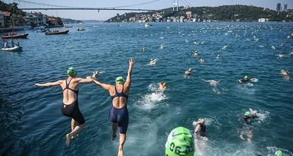 2,400 swimmers gear up for race across Bosporus