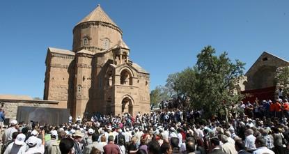 Armenians hail historic religious service in island church