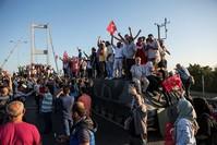 |Zivilisten standen am 15. Juli 2016 gegen den Putschversuch und verteidigten ihr Land.