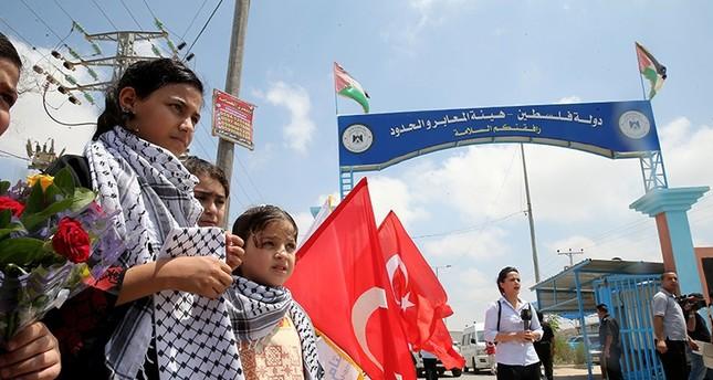وفد تركي يصل غزة لاستقبال مساعدات السفينة ليدي ليلي