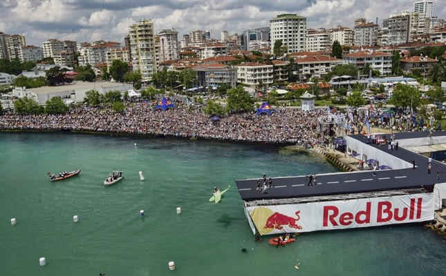 Red Bull Flugtag invites aviation lovers to glide over Istanbul