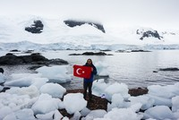 Turkish globe-trotter becomes social media sensation