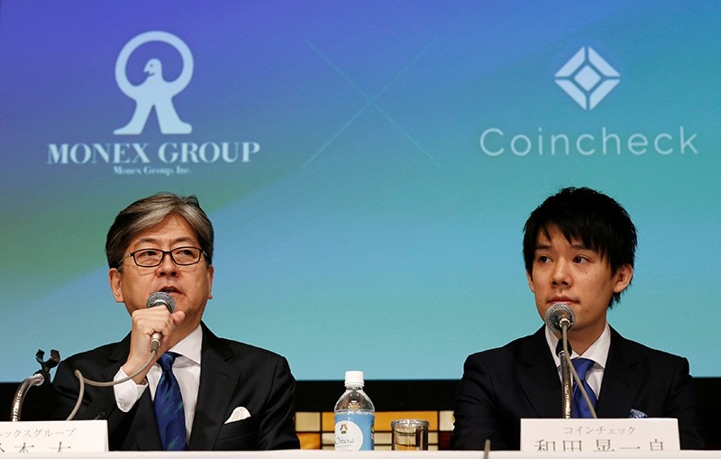 Monex Group Inc CEO Oki Matsumoto (L) and Coincheck CEO Koichiro Wada attend a joint news conference in Tokyo, Japan April 6, 2018. (Reuters Photo)