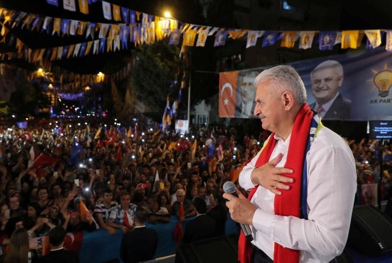 Yıldırım addresses a crowd of AK Party supporters.