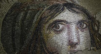 الفتاه الغجرية.. حكاية تخبئها لوحة من الفسيفساء جنوب تركيا