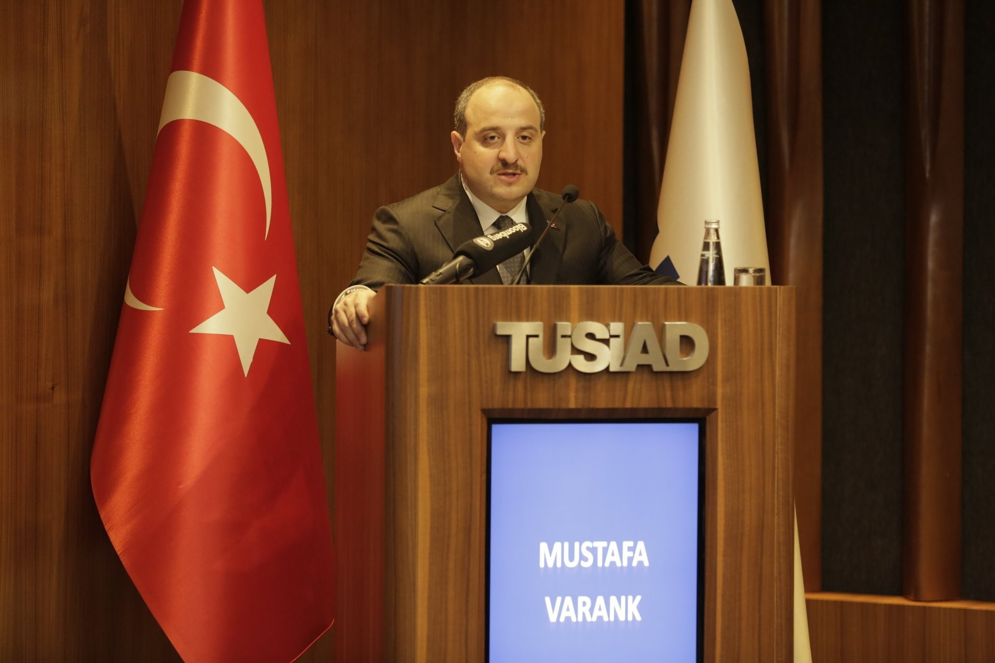 Industry and Technology Minister Mustafa Varank delivers a speech at the fourth u201cDigital Transformation Days in Industryu201d at the headquarters of the Turkish Industrialists and Businessmen Association (Tu00dcSu0130AD), Istanbul, Sept. 18.