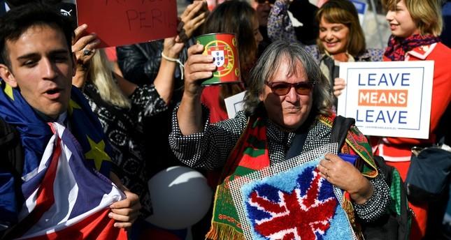 بريطانيون يتظاهرون دعماً لخروج بلادهم من الاتحاد الأوروبي من الأرشيف