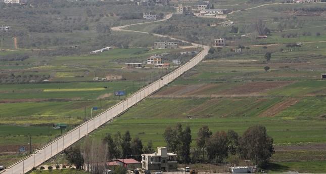 إطلالة عامة على طريق في قرية الخيام جنوبي لبنان قرب الحدود مع إسرائيل رويترز